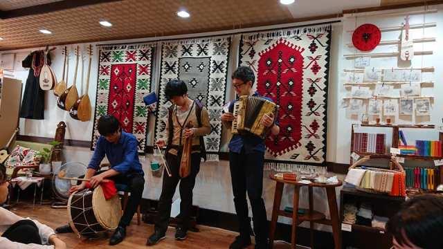 Ιάπωνες τραγουδούν και χορεύουν Ποντιακά